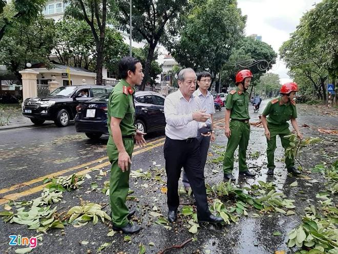 Bão số 5 đổ bộ các tỉnh miền Trung khiến 1 người tử vong, nhiều nhà dân tốc mái