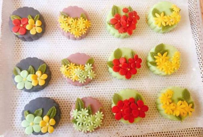 Ngoài ra còn có cac loại bánh tạo hình 3D đang rất hút khách Ảnh: KT)