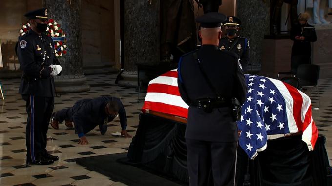 Nữ Thẩm phán Tòa án Tối cao Mỹ được truy điệu tại Điện Capitol