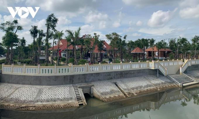 Công viên văn hóa và Khu lưu niệm nhà thơ Tố Hữu ở làng Tân Xuân Lai, xã Quảng Thọ..