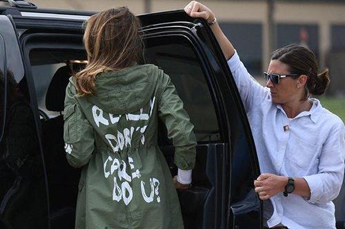 Bà Trump đã mặc chiếc áo có dòng chữTôi thật sự không quan tâm, còn bạn thì sao?