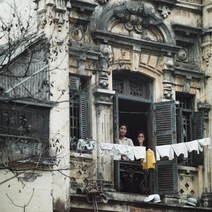 Ngôi nhà khu phố cổ ở Hà Nội chụp năm 1975.