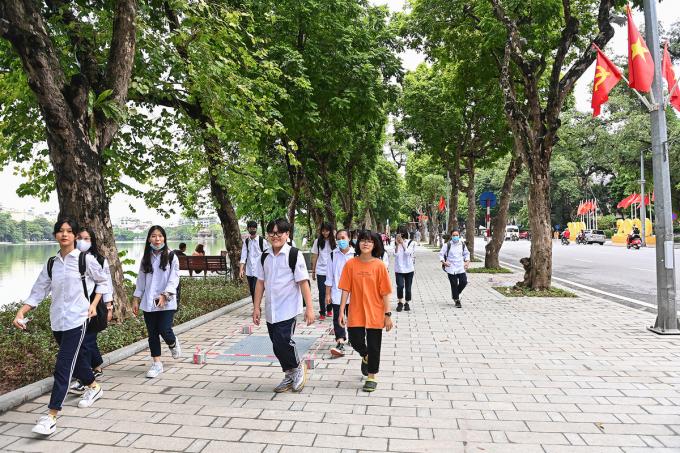 Tại khu vực phố Đinh Tiên Hoàng, vỉa hè sạch đẹp sau khi được thay