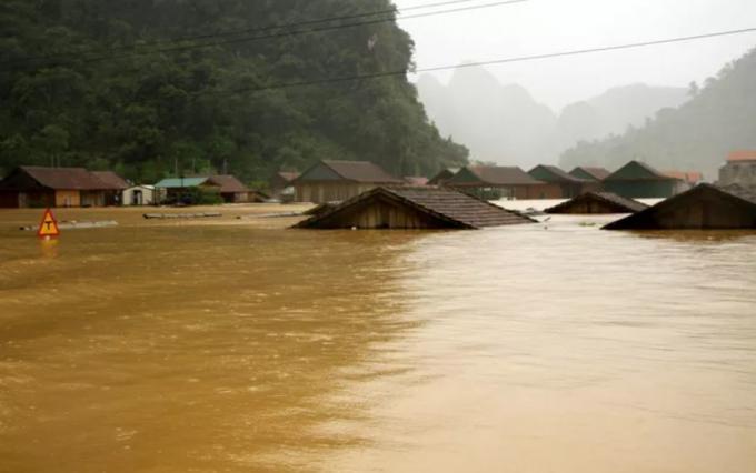 Mưa lũ gây ngập lụt nghiêm trọng tại nhiều nơi.