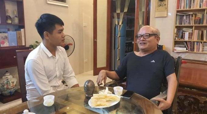 Nhà thơ Đỗ Trọng Khơi và cậu học trò 10 năm cõng bạn Ngô Minh Hiếu.