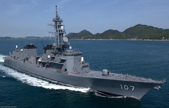 JS Ikazuchi (DD-107) là tàu khu trục thuộc lớp Murasame, được đưa vào hoạt động từ năm 2001. Tàu có chiều dài 151 m, rộng 17 m, lượng choán nước toàn tải 6.200 tấn.Tàu được vũ trang pháo 76 mm, 8 tên lửa chống hạm Harpoon, 48 ống phóng thẳng đứng cho tên lửa phòng không và chống ngầm. 2 hệ thống đánh chặn tầm gần Phalanx CIWS, 2 cụm phóng ngư lôi chống ngầm. Đuôi tàu có sàn đáp và nhà chứa cho 1 trực thăng MH-60.