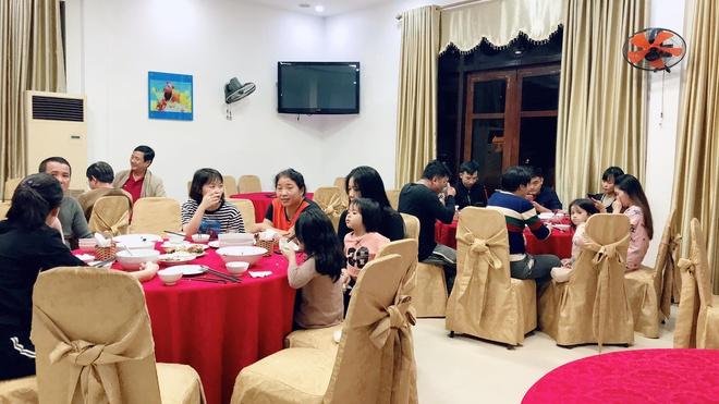 Người dân TP Hà Tĩnh được ăn ở miễn phí trong khách sạn tránh lũ. Ảnh: N.D.