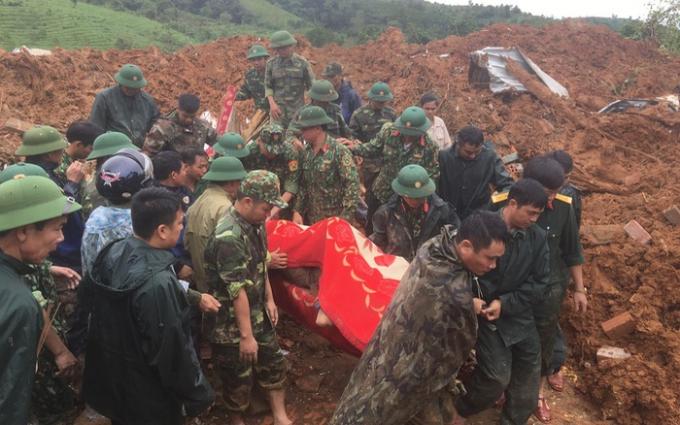 Hiện trường vụ sạt lở núi vùi lấp 22 quân nhân tại xã Hướng Phùng.