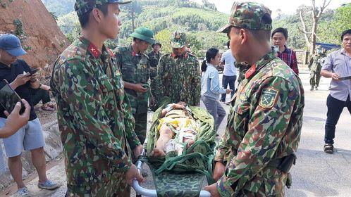 Lực lượng quân đội có mặt để cứu nạn