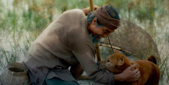 Nghệ sĩ Viết Liên vai lão Hạc và chú chó vai cậu Vàng.