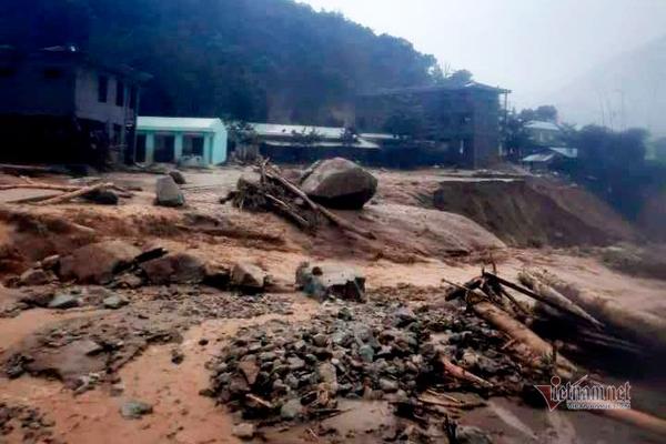 Hiện trường một vụ sạt lở ở xã Phước Lộc.