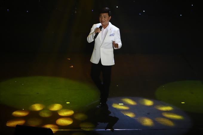 Ca sĩ Quang Linh.