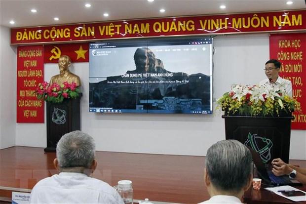 Trung tâm Ứng dụng Hệ thống thông tin Địa lý Thành phố giới thiệu quá trình xây dựng và hình thành trang web Chân dung Mẹ Việt Nam Anh hùng. (Ảnh: Tiến Lực/TTXVN)