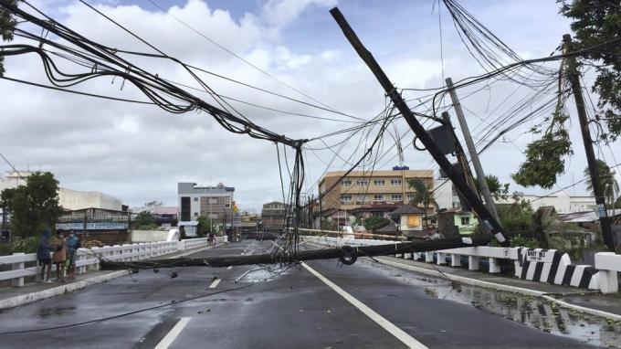 Sân bay quốc tế của thủ đô Manila phải tạm đóng cửa trong vòng 24 giờ, tính từ ngày 1/11.Ảnh:AP.