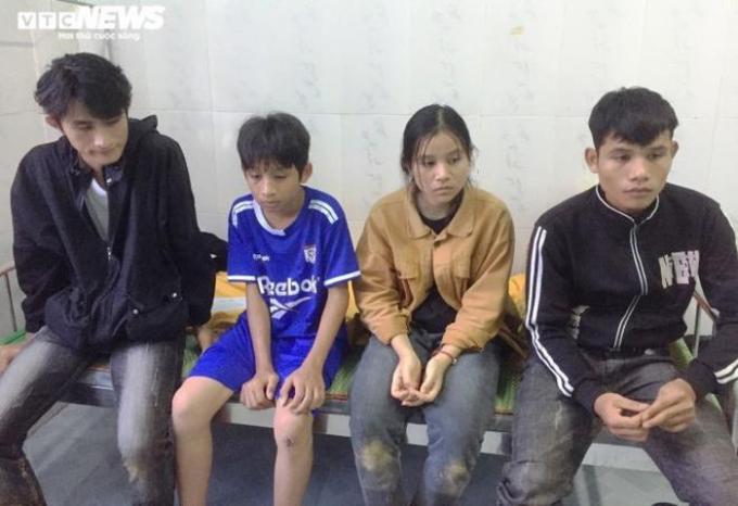 Ba mẹ mất, bốn anh em Trí mang phận mồ côi.