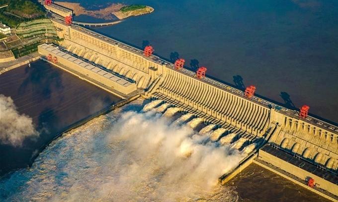 Đập Tam Hiệp ở tỉnh Hồ Bắc, Trung Quốc xả lũ hôm 19/8. Ảnh: Xinhua.