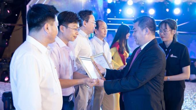 Hiệu trưởng các trường đại học Việt Nam được trả mức lương thế nào?