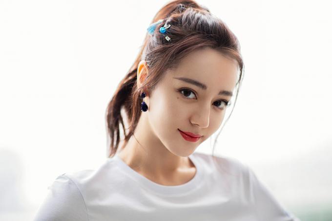 Dù diễn xuất không được đánh giá cao nhưng nhan sắc của mỹ nhân Tân Cương - Địch Lệ Nhiệt Ba luôn xếp ở top đầu.Năm ngoái, cô cũng góp mặt trong top