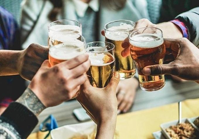 Phạt 3-5 triệu đồng với người đứng đầu tổ chức, cơ quan nếu để nhân viên uống bia, rượu trong giờ làm việc