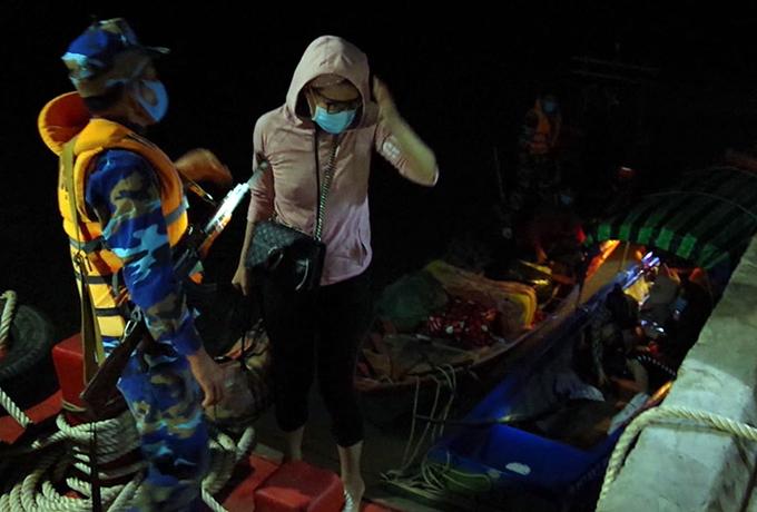 Các trường hợp nhập cảnh trái phép bị biên phòng phát hiện rạng sáng 11/11. Ảnh: Nguyễn Vũ.