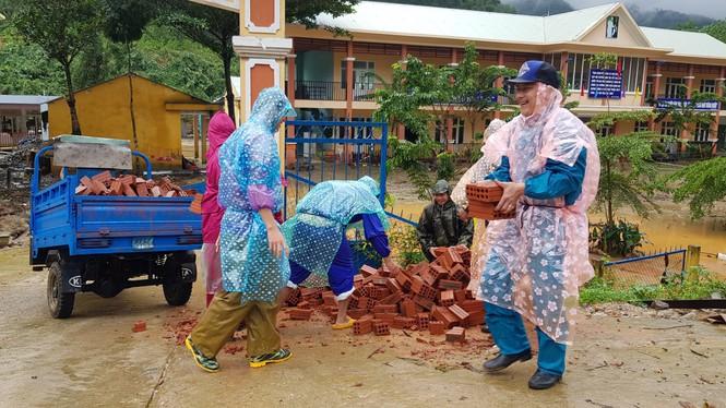 Sau cơn bão số 9 nhiều cơ sở vật chất của nhà trường bị thiệt hại.