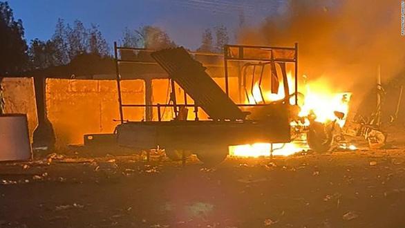 Nhiều tên lửa rơi xuống Vùng Xanh, gần đại sứ quán Mỹ tại Iraq ngày 17-11 - Ảnh: IRAQI MILITARY