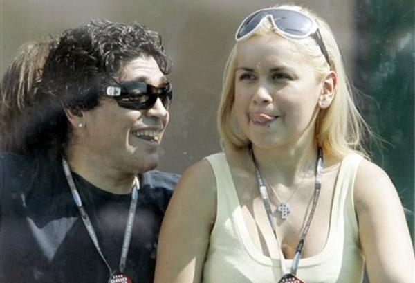 Maradona và Verónica Ojeada.