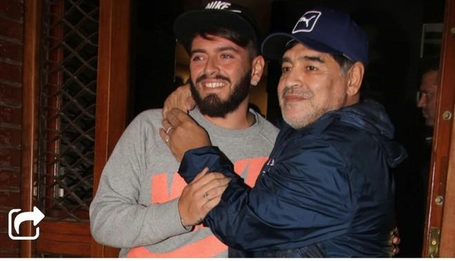 Maradona và người con lớn Diego Junior.