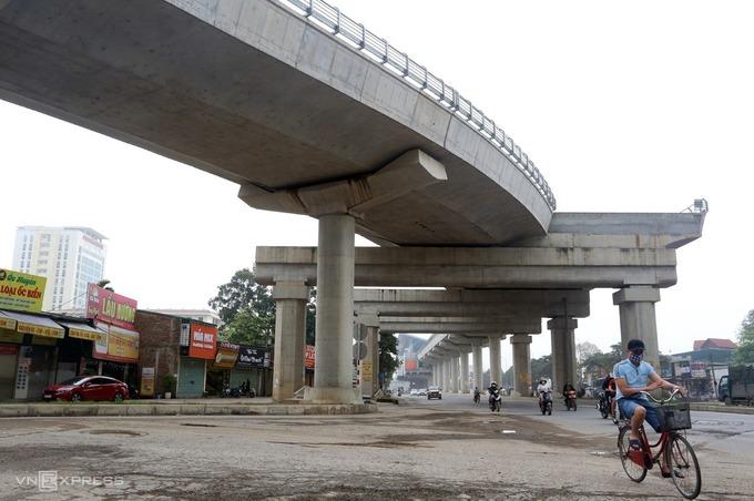Hệ thống cầu cạn dài hơn 8 km tuyến metro đầu tiên ở thủ đô được hoàn thiện. Ảnh: Bá Đô