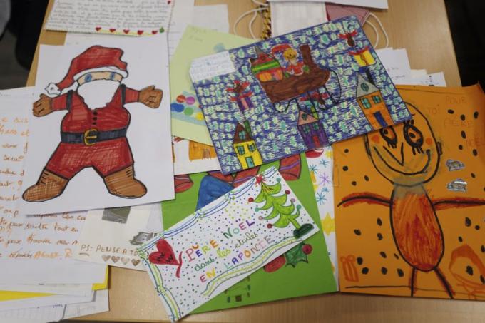 Những bức thư của trẻ em gửi đến ông già Noel chất chứa nỗ lo lắng về dịch bệnh