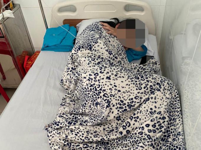 Nữ sinh Y. trong quá trình điều tại Bệnh viện Nhật Tân (TP Châu Đốc, An Giang)