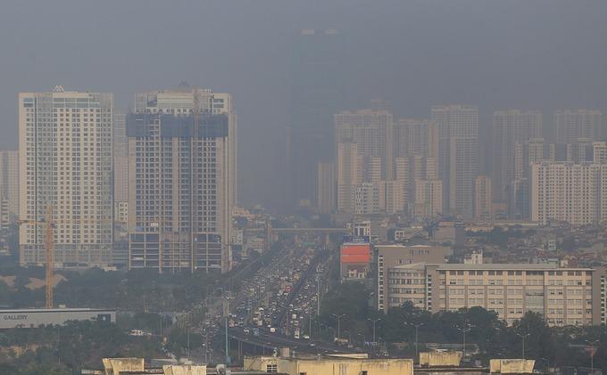Bầu trời khu vực từ quận Thanh Xuân nhìn về phía tòa nhà Keangnam, sáng 8/12. Ảnh: Bá Đô