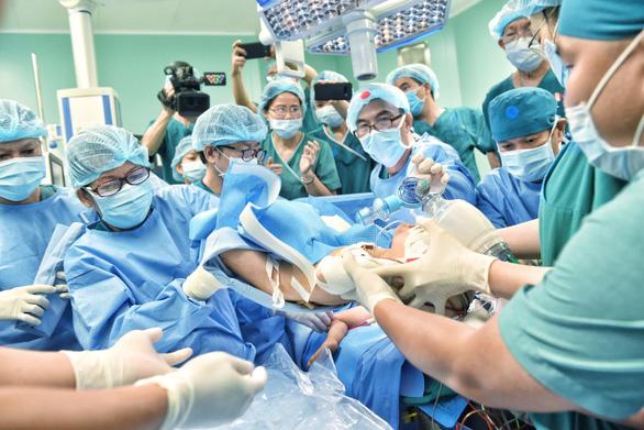 Cuộc phẫu thuật tách cặp song sinh dính liền Trúc Nhi và Diệu Nhi. Ảnh: Duyên Phan