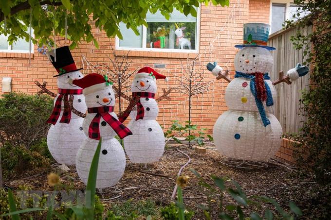 Nhà cửa được trang hoàng đón Giáng sinh tại Canberra, Australia. (Ảnh: THX/TTXVN)