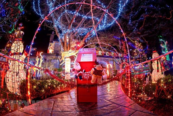 Không khí đón Giáng sinh và Năm mới trên khắp thế giới