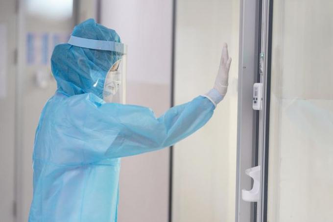 Chuyên gia nói gì về việc bệnh nhân 1440 có 9 lần xét nghiệm dương tính với nCoV?