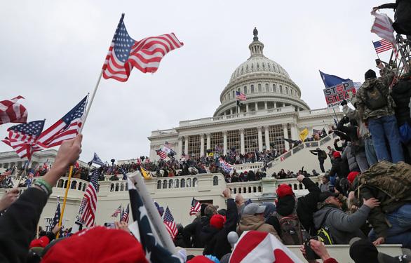 Điện Capitol bị những người quá khích ủng hộ ông Trump chiếm đóng hôm 6-1 - Ảnh: REUTERS