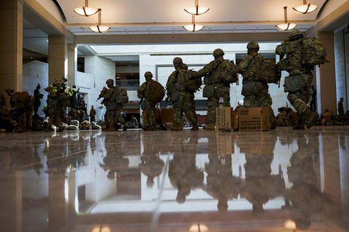 Vệ binh Quốc gia phòng thủ kín thủ đô Washington