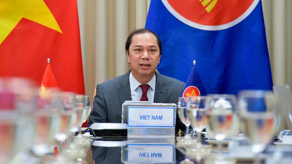 Thứ trưởng Bộ Ngoại giao Nguyễn Quốc Dũng