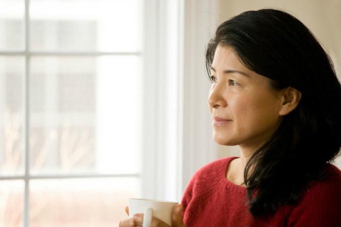 Các yếu tố ảnh hưởng như thay đổi hormon sinh dục nữ, có thai, sinh con... khiến phụ nữ có nguy cơ cao tử vong do đột quỵ nhiều hơn nam giới. (Ảnh minh họa)