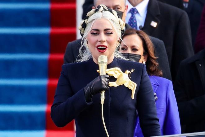 Lady Gaga đã hát quốc ca Mỹ trong phần mở màn lễ nhậm chức. Ảnh:Getty Images.