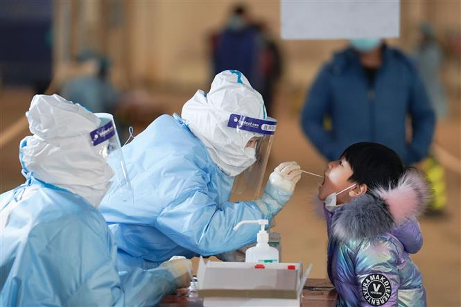 Trung Quốc đối mặt với nguy cơ bùng phát dịch COVID-19 đợt Tết Nguyên Đán