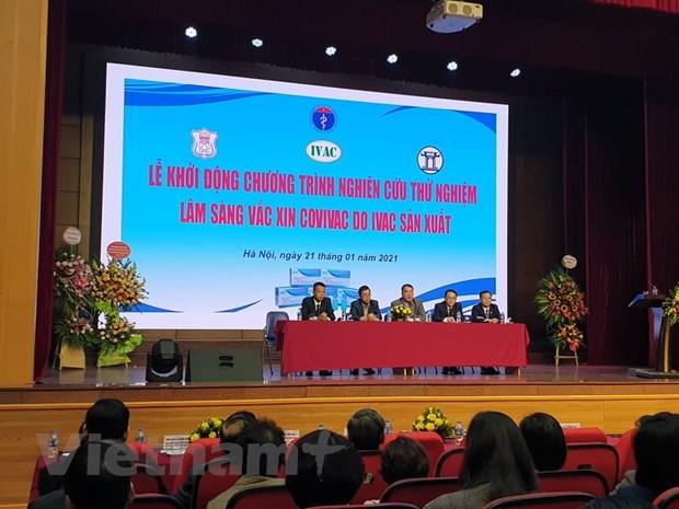 Các chuyên gia trả lời tại buổi Lễ khởi động chương trình nghiên cứu thử nghiệm lâm sàng vắcxin COVIVAC. (Ảnh: T.G/Vietnam+)