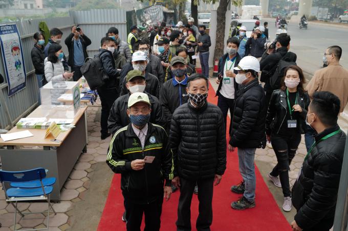 Đông đảo người dân đăng ký với Ban quản lý đường sắt đô thị Hà Nội (MRB) qua hình thức trực tuyến để lên tàu.