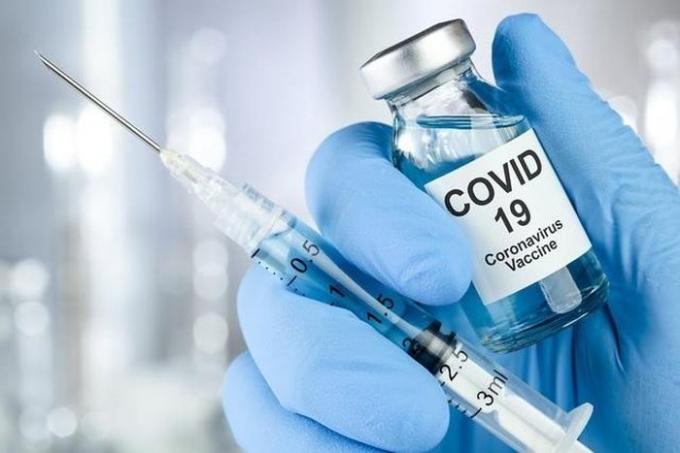 Những đối tượng nào được ưu tiên khi vắc xin Covid-19 về Việt Nam?