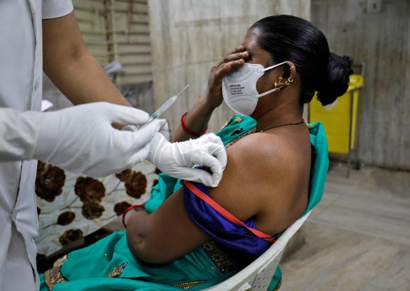 Số ca nhiễm Covid-19 ở Ấn Độ bất ngờ giảm gần 90%