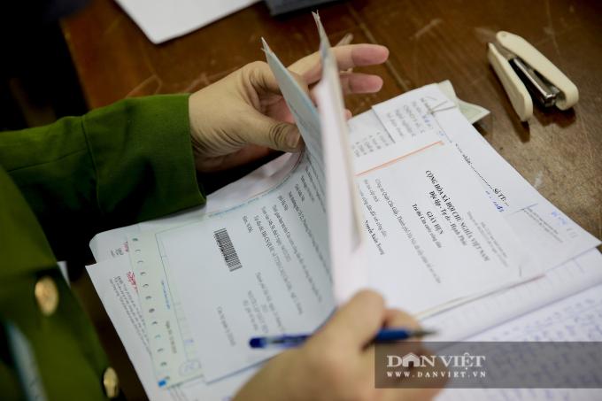 Cuối cùng, công dân đóng lệ phí theo quy định. Sau đó sẽ nhận giấy hẹn.