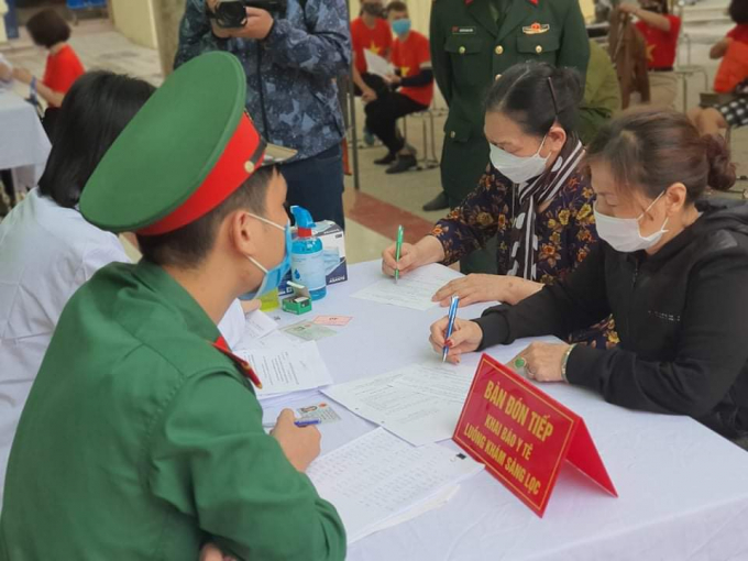 Rất nhiều người cao tuổi đăng ký tham gia giai đoạn 2 thử nghiệm vắc xin Covid-19 Việt Nam