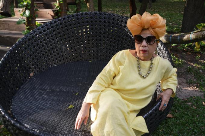 Người phụ nữ 65 tuổi khiến cư dân mạng trầm trồ với gu thời trang