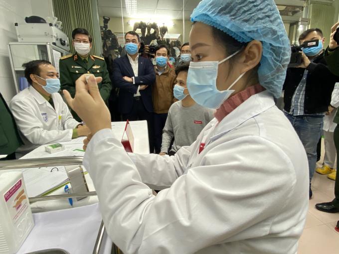 Sáng 5/3 tiếp nhận đăng ký của các tình nguyện viên thử nghiệm vắc xin Covid-19 của Việt Nam